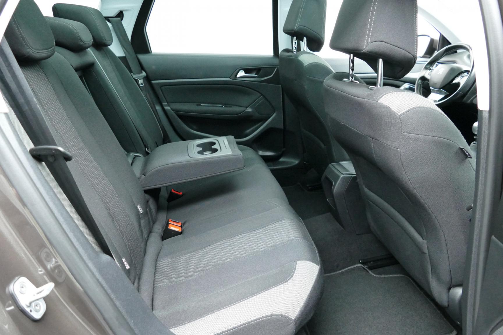 Peugeot-308-6
