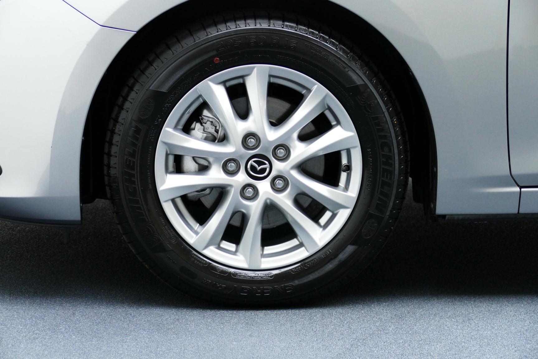 Mazda-3-11