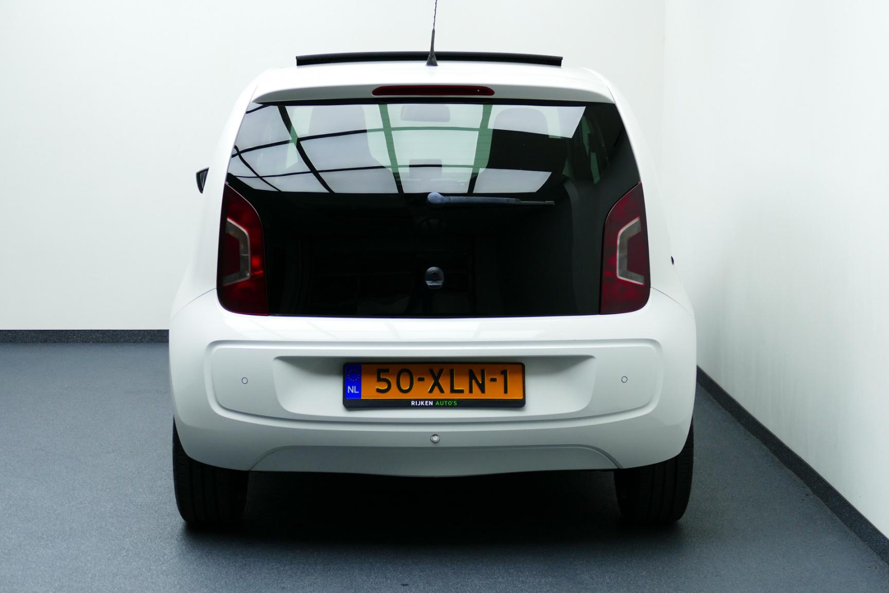 Volkswagen-up!-13