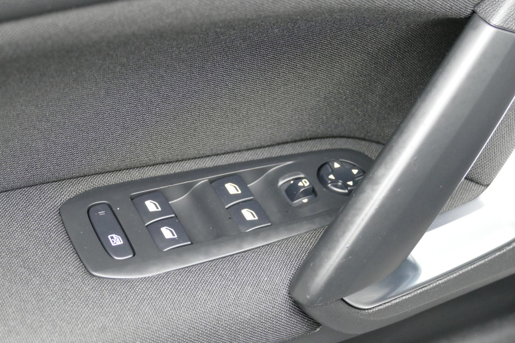 Peugeot-308-27